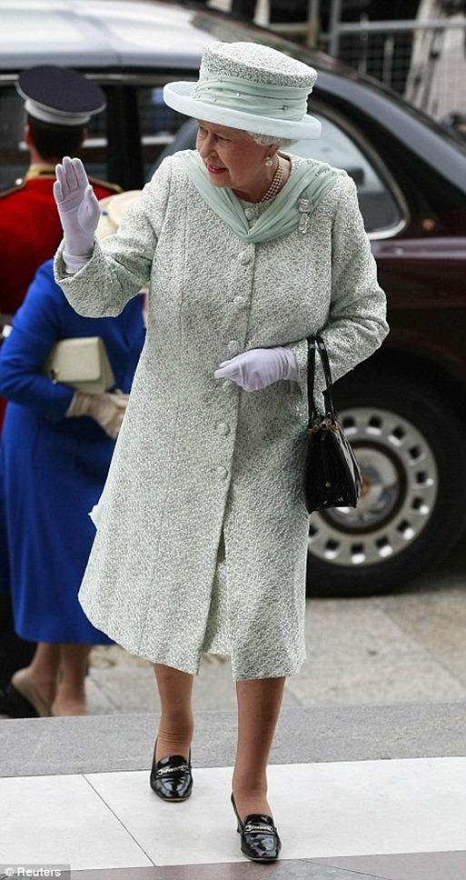 queen-elizabeth-diamond-jubilee-outfit