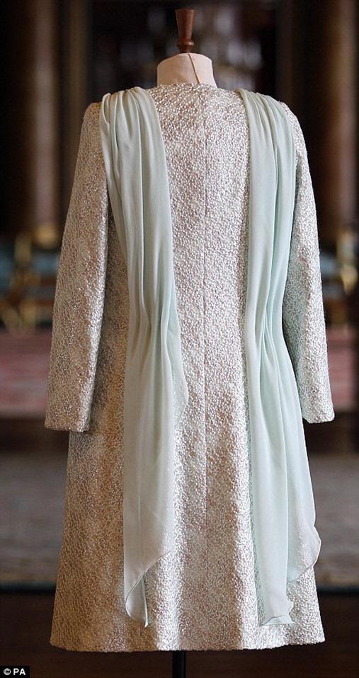 queen-elizabeth-diamond-jubilee-outfit1