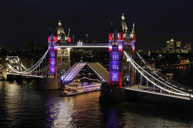 tower-bridge-lights